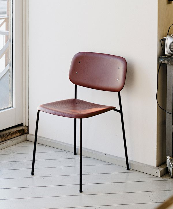 HAY_Soft edge 10_oak fall red stained seat_black powder coated steel base